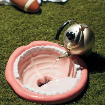 水栓金具の「魔法の水」(3万7000円)と手洗い用の「開いた口がふさがらない」(12万円)との組み合わせ