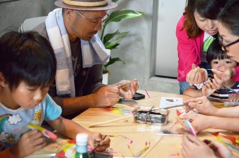 ギャラリーでは定期的にワークショップを開催して企業や製品をPR 。内部には安全に線香花火を楽しめる空間もある