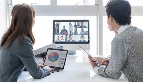 テレワークが広がったことで、オンライン会議ツールの「Zoom」「Teams」などを通したオンラインプレゼンのスキルが求められる時代になりつつある