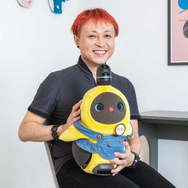 znug designの根津孝太氏。布製の電気自動車「rimOnO(リモノ)」をデザインしたことでも知られている