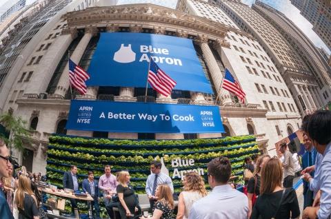 ミールキット定期購入でサブスク市場の成長をけん引した米ブルーエプロン(Blue Apron)は2017年に上場した (c)rblfmr / Shutterstock.com