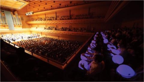 2018年8月27日に開催された「変態する音楽会」の会場の模様。聴覚障害がある人も障害のない人も、オーケストラを楽しんでもらおうと企画したコンサートだ