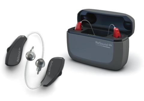 「リサウンド・リンクス クアトロ」は無接点充電方式を採用し、収納ケースと充電器が一体となっている。2018年のグッドデザイン賞を受賞した(他に電池交換式のモデルもある)