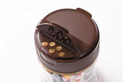 蓋半分は少量使うときの振り出し口。逆側は、大さじ1杯が量れるすり切り口になっている