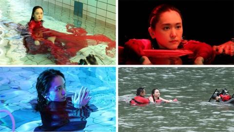 水中で撮影した「Life is Your Life.」メーキングの様子。常に笑顔で撮影に挑んでいるという