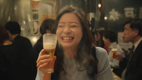 濱田と同時に起用された足立梨花。「ホルモン編」では初めてホルモンとビールの相性の良さに気づくという設定でエントリー層を狙う