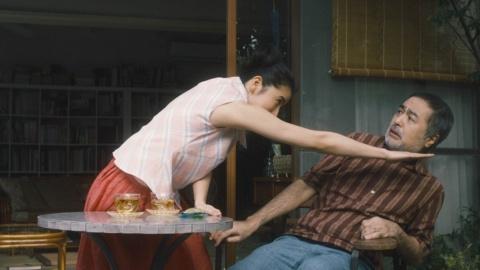 松尾スズキと共演した17年の『効き目もローンも』篇でも、振り切った演技を見せる長澤