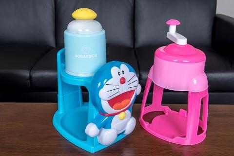 キャラクターを貼り付けたかき氷器。現在も現役で販売中