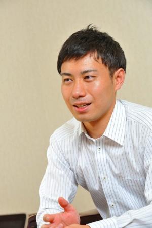 事務本部 製品開発課係長の小島裕太氏