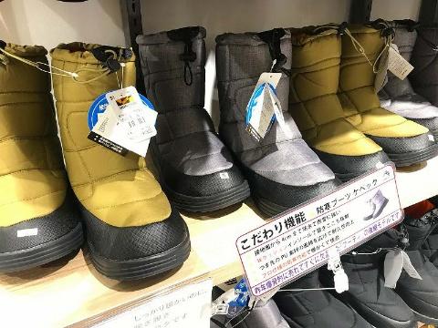 中綿入りで暖かく、4cm防水の防寒ブーツ「ケベック」1900円