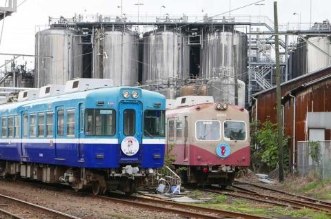 銚子は醤油の街。車庫や本社のある仲ノ町駅にはヤマサ醤油が隣接、JRと接続する銚子駅近くにはヒゲタ醤油の工場がある