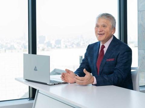 マウスコンピューター社長の小松永門氏。千葉県出身。千葉大学工学部卒業。1989年コンピューター関連会社に勤務の後、2005年株式会社MCJに入社し営業本部長を経て、2006年より現職