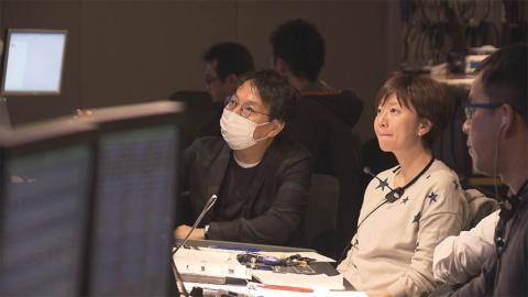 東海テレビの伏原 健之氏(写真中央)(『さよならテレビ』より) (C)東海テレビ