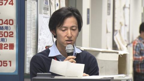 土方ディレクターが報道局でこの番組の企画について説明する番組冒頭シーン。『さよならテレビ』より(C)東海テレビ
