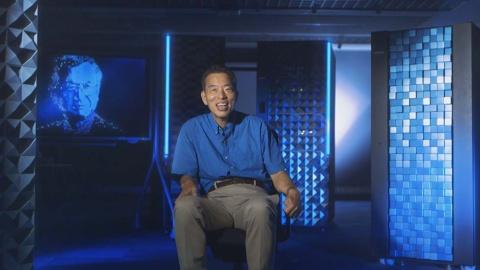 インタビュー場所は奥行きがあり、シンメトリー(左右対称)になる空間を選ぶ(『ブレイブ 勇敢なる者』「硬骨エンジニア」より)(C)NHK