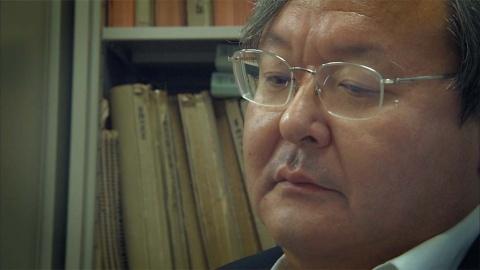 秘めた思いをカメラの前で吐露する今村核弁護士(『ブレイブ 勇敢なる者』「えん罪弁護士」より)(C)NHK