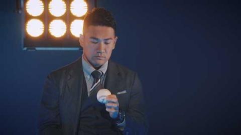 田中投手の背景には球場のナイター風の照明を配置した。(『師弟物語~人生を変えた出会い~「田中将大×野村克也」』より)(C)NHK