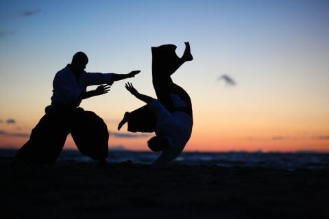 いかなる危機も悠々と受け流したい広報ですが…… ※写真はイメージです(写真:Anna Jurkovska/Shutterstock.com)