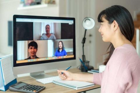 新型コロナウイルスの影響で、オンラインでの取材が増えています ※画像はイメージです(画像提供:Travelerpix/Shutterstock.com)