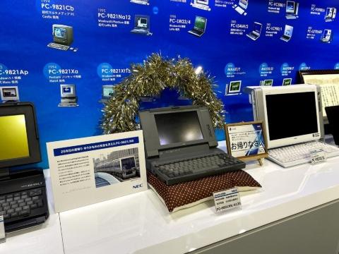 NECの米沢工場が「ゆりかもめ」から引き取った「PC-9801」。25年間ご苦労さまでしたの思いが、敷かれた座布団に表れている(写真/筆者提供)