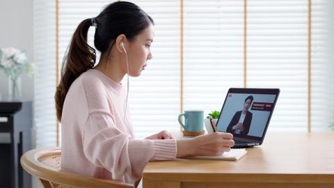 オンライン発表会に記者はどんな不満を持っているのか…… ※写真はイメージ (写真:Chaay_Tee/Shutterstock.com)