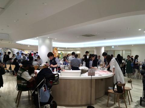 ファミリア神戸本店の売り場内にある沐浴体験スペース