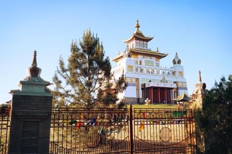欧州最大の仏像がある釈迦牟尼仏黄金僧院