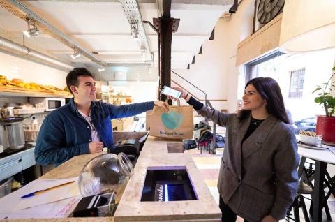 食品ロスを削減するサービス「Too Good To Go」。スペインでも若者を中心に利用者が増えている
