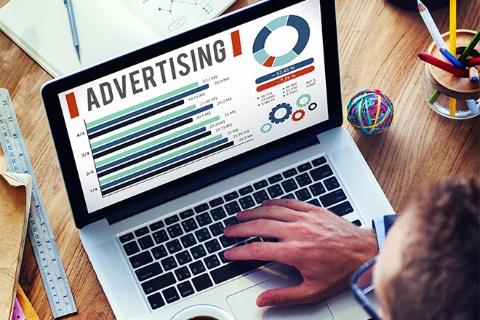 広告のグラフは恣意的なものもある。そうした「狙い」を見抜けるようになれば、正しく情報を伝えるためのグラフ作法も見えてくる(写真/Shutterstock)