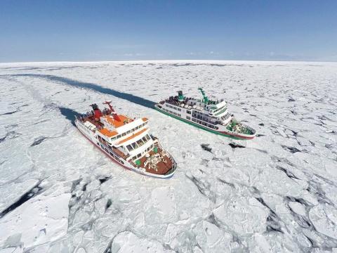 流氷見学ツアーなど季節のアクティビティーもアプリ経由で予約、決済できる