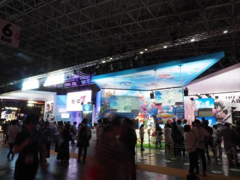 TGS2019全会場中でも最大規模を誇るセガゲームス/アトラスのブース。試遊台も豊富でぜひ見ておきたいブースのひとつ
