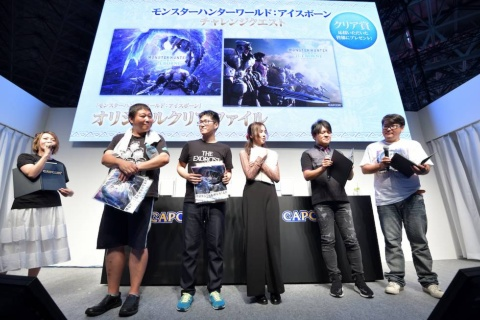 協力プレーに参加した来場者には、クリア賞としてクリアファイルが進呈された