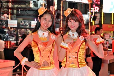 東京ゲームショウ2019を彩るコンパニオン。笑顔をいっそう引き立てる衣装には、作り手のこだわりや工夫があった。今年の衣装について聞くと、声をそろえて「かわいい~!!」と大満足のバンダイナムコエンターテインメントのコンパニオン