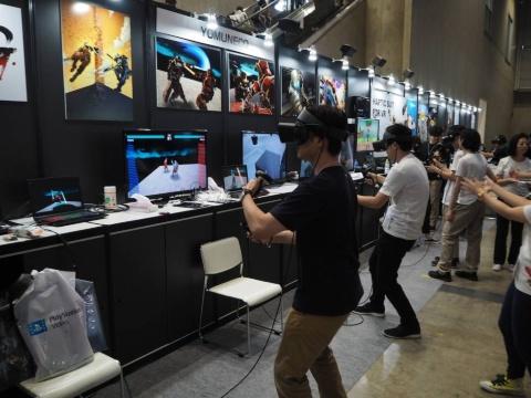 会場ではVRのゴーグルを使ったゲームを楽しむ人も多く見られた
