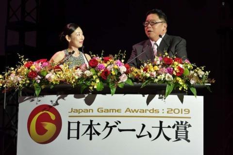 司会進行は例年通り、伊集院光さん(右)と前田美咲さん