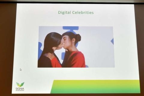 ファッションブランド「Calvin Klein(カルバン・クライン)」が開催したキャンペーンのタイアップ企画として配信された動画。左はスーパーモデルのベラ・バディット、右はバーチャルインフルエンサーのリル・ミケーラだ。ミケーラのインスタグラムには160万人を超えるフォロワーがいる