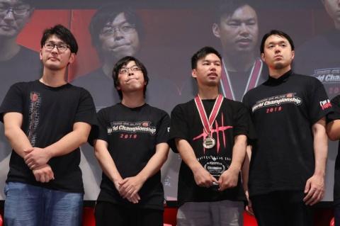 今回の上位4名(左から、keisuke選手、あっしゅ選手、シマズ選手、Linerback選手)には、JeSUからプロライセンスが発給される
