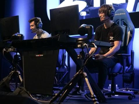 FaZe ClanのAttach選手(左)はRush GamingのGreedZz選手とスペシャルチームを結成。Attach選手はその巧さもさることながら、常に楽しそうにプレーしていたのが印象的