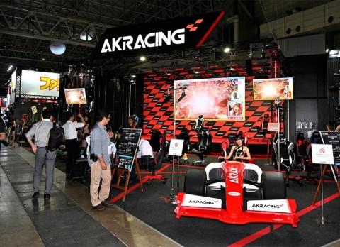 東京ゲームショウ2019ではゲーミングチェアのみの展示ながら、ステージも設置した大規模なブース展示だった