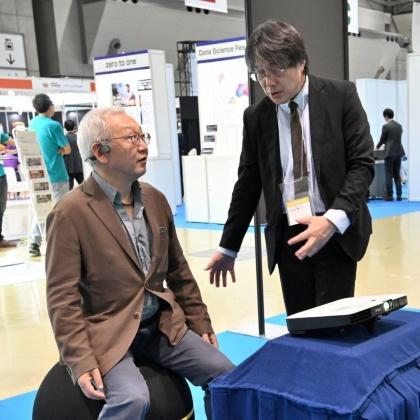 システムの仕組みや用途について、牛島博士が丁寧に説明してくれた