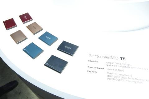 高速な外付けSSDの「Portable SSD T5」。PC向けだけでなく、PS4の高速化でも定番のアイテムだ