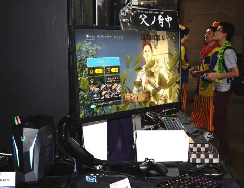 プロゲーミングチーム「父ノ背中」モデルの24.5型ディスプレー「LCD-GC251UXB/A」