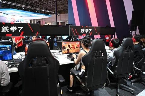 PCゲームで5Gを体感できる「5G LAN PARTY」。一部のPCを5Gのネットワーク経由でインターネットに接続し、有線LANと変わらない感覚でプレーできることをアピールしている