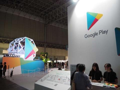 巨大な回転ガチャが目を引くGoogle Playのブース。昨年好評だった「Google Playラリー」を今年も実施している