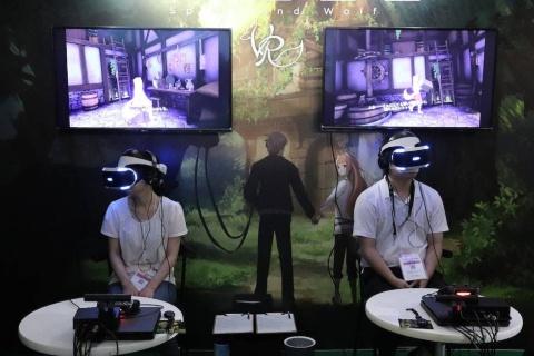 『狼と香辛料 VR』。アニメーションは「見る」時代から「体験する」時代へと進化するのかもしれない