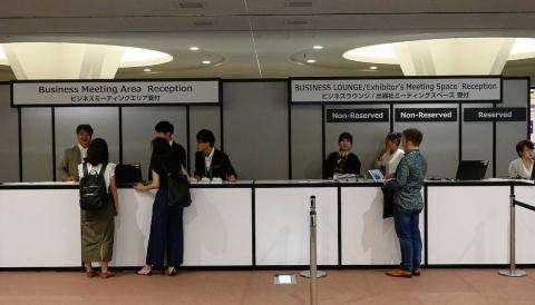 国際会議場2階ロビーの受付。「ビジネスデイ・ゴールドパス」はこの場でも購入できる