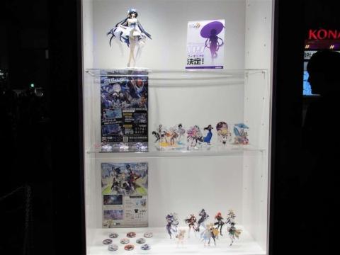 miHoYoはキャラクターに力を入れていることもあり、『崩壊3rd』のフィギュアなどオリジナルグッズも登場している。ブース内ではそうしたグッズの数々も展示されている