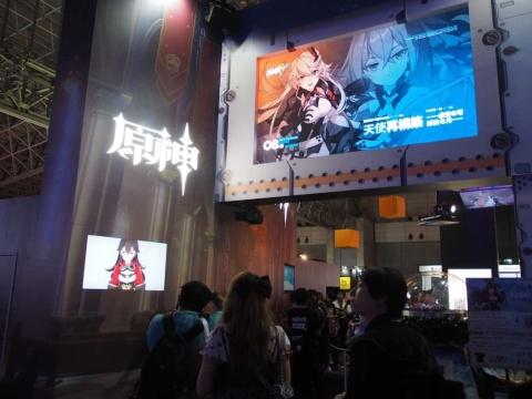 会場では『崩壊3rd』『原神』などの最新PVなども公開されている
