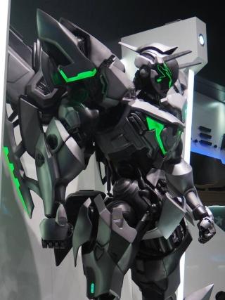 SFロボットアクションゲームの『Code B.R.E.A.K.』。ブース内にはゲームに登場するロボットを展示している