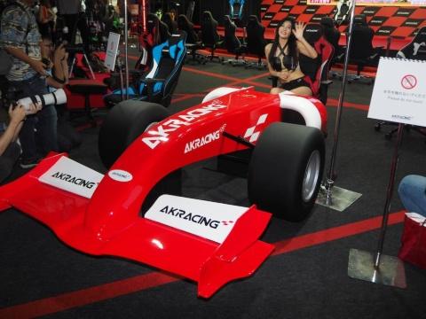 AKRacingは元々レーシングカー用の椅子向けシートを手掛けていた。その技術を生かしてゲーミングチェアを開発しているとのこと